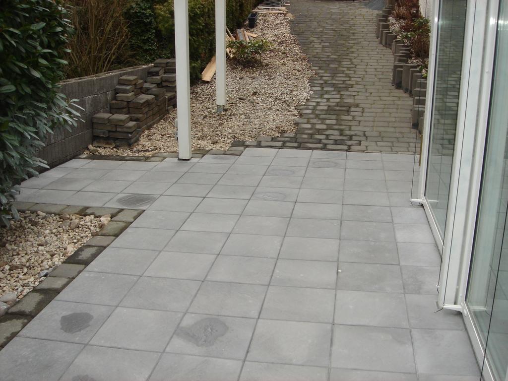 Im und um haus und garten neugestaltung terrasse und for Neugestaltung garten